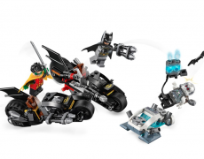 LEGO SUPER HEROES Batcycle-Duell mit Mr. Freeze